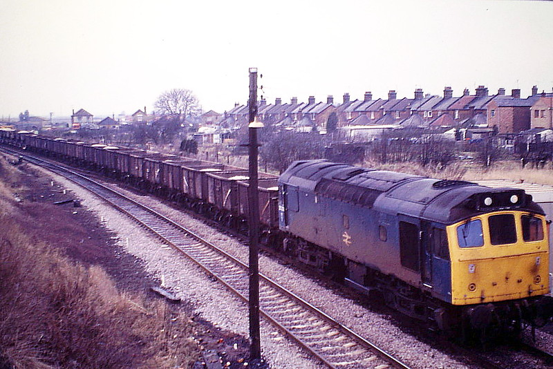 25206 works a an Up Ballast train past March West Junction and into Whitemoor, 07/01/86. This loco was withdrawn in March 1986.
