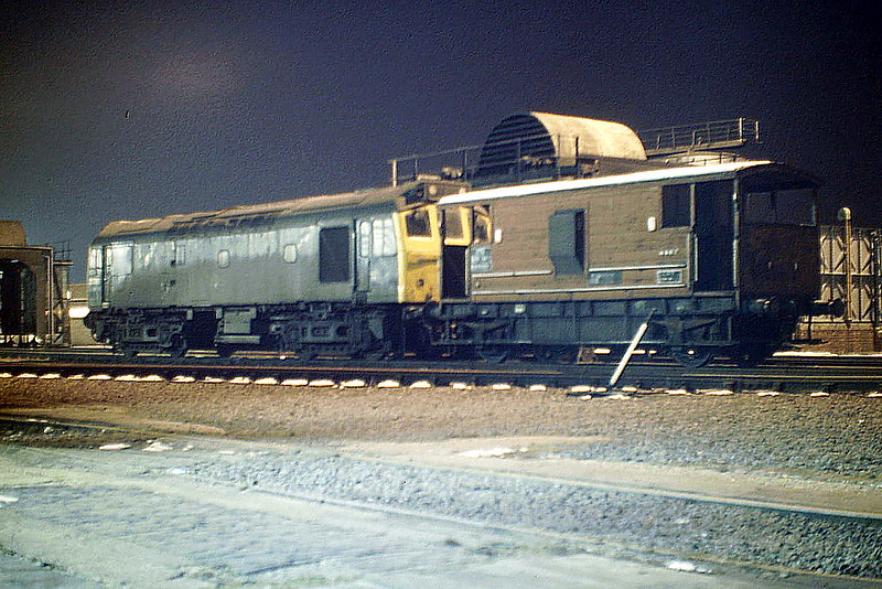 25089 sits on March Depot under the floodlights, just withdrawn and en route back to Toton, 11/02/86. It met it's end at Vic Berry in Leicester in October 1987.