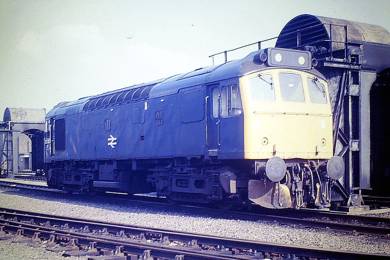 25325 sits on Depot at March, 07/85. The loco was withdrawn in December 1985.