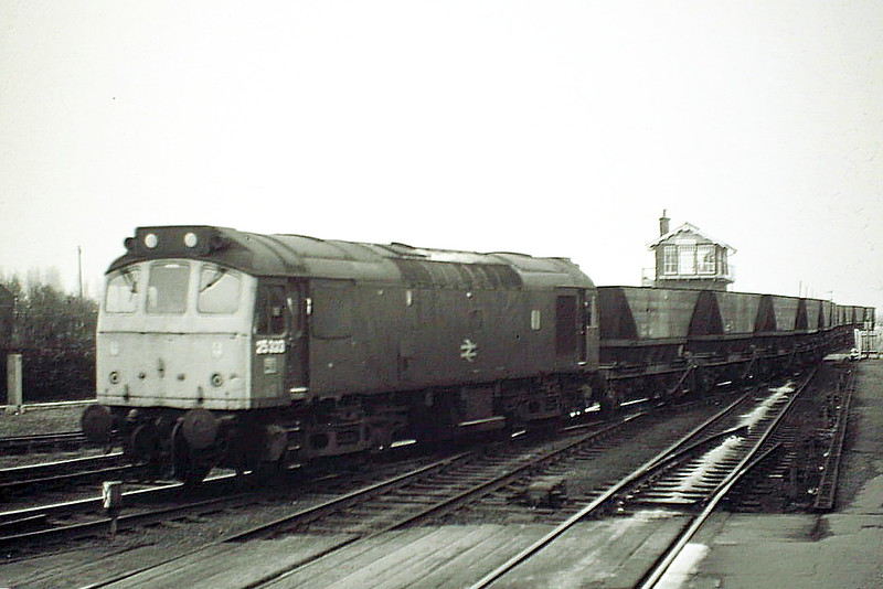 25323 pulls out of March Down Loop and takes the Whitemoor road in March Station on 6E07 Foxton - Thoresby Coal Empties, 21/03/85. The loco was withdrawn in March 1987.