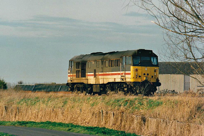 31420 heads east past Horsemoor bound for Brandon as 0G31 to collect the logs which will be added to 6E77 Ely North Junction - Doncaster Railport in March Down Yard, 02/02/99. This loco was withdrawn in 01/01 and scrapped.
