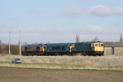 33035 brings up the rear with 45060 SHERWOOD FORESTER as they pass Horsemoor on 0Z45 Dereham MNR to Doncaster Decoy Yard with 66773 providing the power, returning from the MNR Diesel Gala of the previous weekend. Note the Mk1 Ford Corsair!