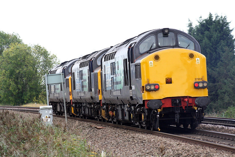 37059 brings up the rear of 0Z37 Crewe Gresty Lane - Stowamarket as they pass Silt Road LC, 13/10/11.
