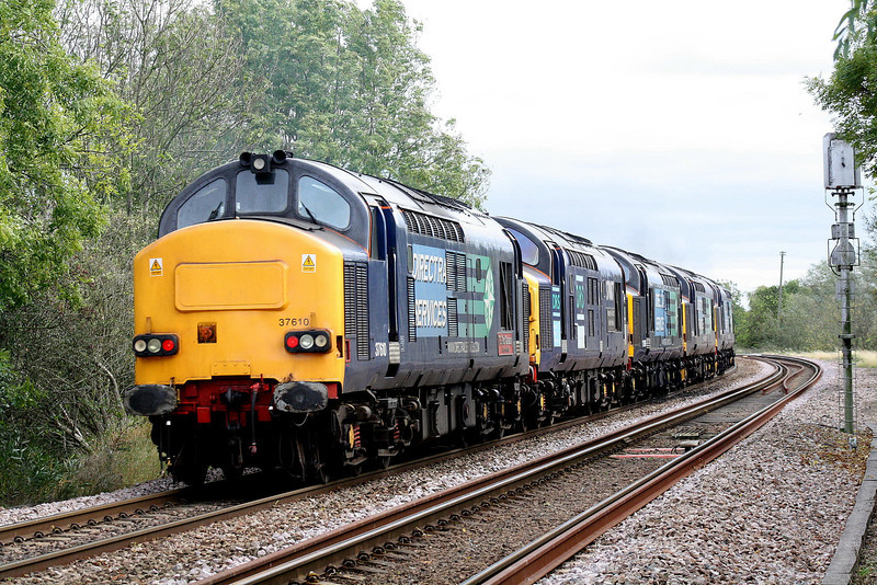 37610 brings up the rear of 0Z37 Crewe Gresty Bridge - Stowmarket as they head east past Badgeney Road AHB, 37087, 37069, 37194 with 37688 leading, 11/10/11.