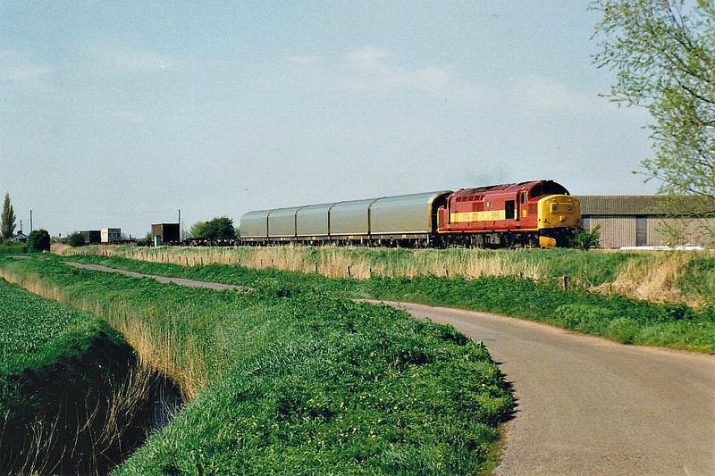 37174 passes Horsemoor on 6L79 Doncaster Railport - Harwich, 22/04/98. This engine was withdrawn in 01/05.