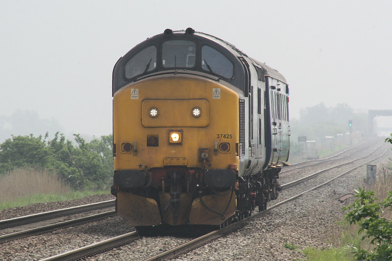 37425 heads downgrade from the Wash Bridges on 5Z21 Norwich Crown Point - Crewe Gresty Bridge consisting of Brake 9525, 11/05/16.