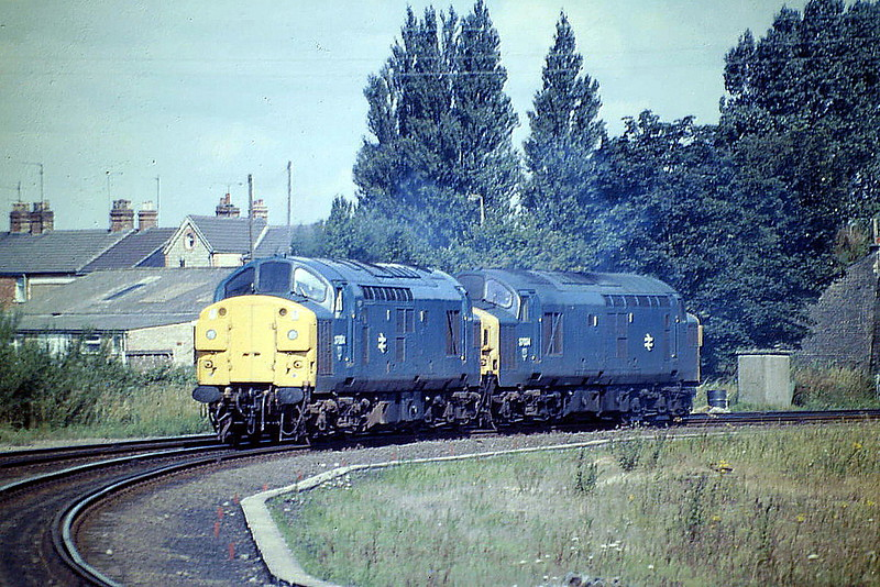 37004 and 37034 have come off March Depot and are headed round East Curve light engine, 01/08/85. 37004 was built as D6704 in 1961 and renumbered in March 1974. It was stored in October 1993, withdrawn in June 1996 and scrapped. 37034 was built as D6734 in 1962 and renumbered in March 1974. In January 1987 it emerged from heavy general overhaul as 37704. It was stored in October 2003, withdrawn in June 2006 and scrapped.