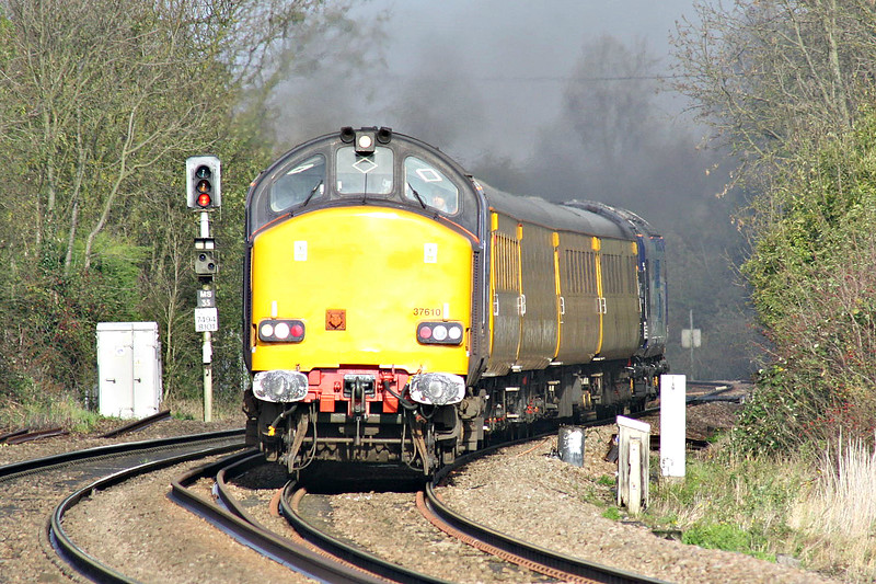 37610, trailed by 37059, thunders past Badgeney Road AHB on 1Q05 Derby RTC - Stowmarket and thence all points Anglian, 10/11/14.