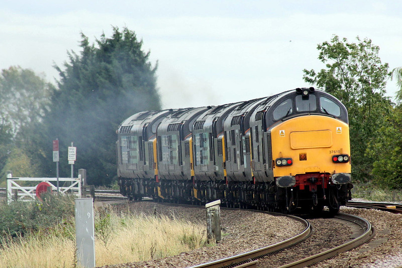 37610, 37087, 37069, 37194 and 37668 lean into the curve at Silt Road LC as they head for Stowmarket, 11/10/11.