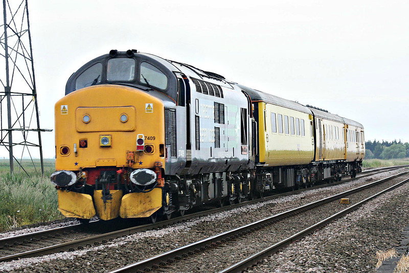 37409 propels ex-GEML DVT 9710 past Whitemoor Drove AHB on 3Z72 Westerfield - Derby RTC, 14/06/14.