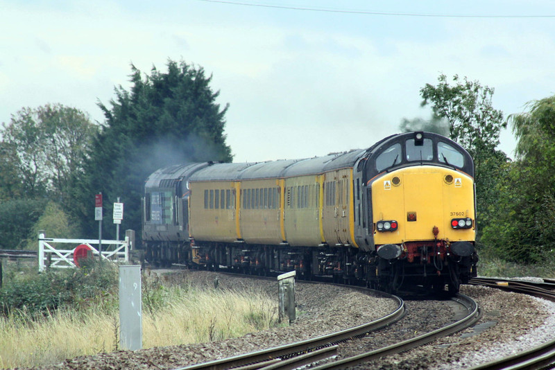 37423 leads 37602 into the bend at Silt Road on 1Q13 Derby RTC - Norwich, 17/10/11.