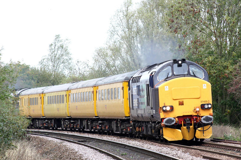 37423 rounds the bend from March South, 37 602 trailing. on 1Q13 Derby RTC - Norwich test train, 17/10/11.