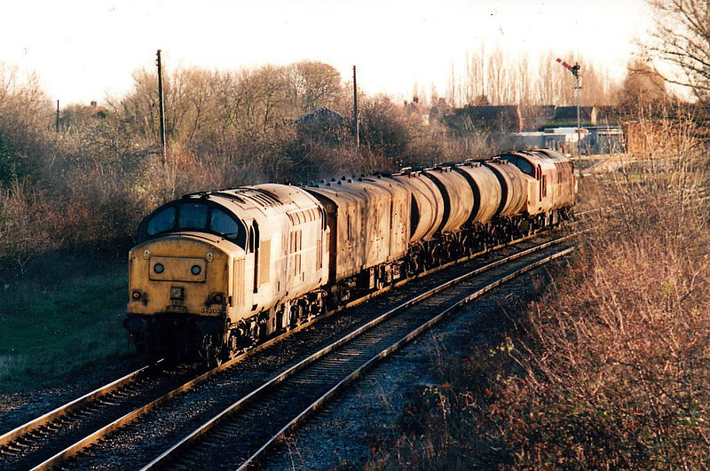 37203 trails 37114 as they head east through March Station on a Sandite train, 04/12/99. 37114 was withdrawn 12/04 whilst 37203 lasted until 01/05.