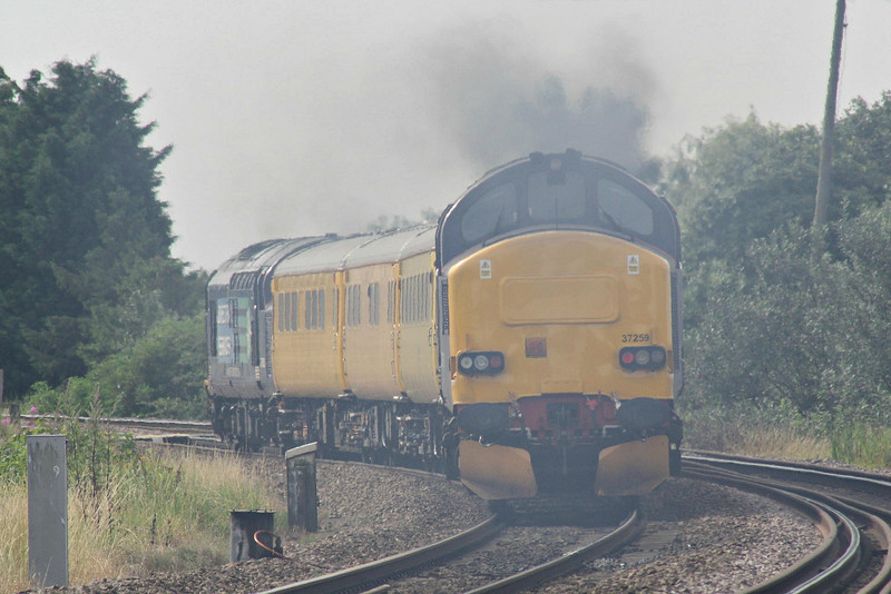 37259 emits great clouds of exhaust as it and 37603 approach Silt Road LC on 1Q48 Derby RTC - Norwich test train, 13/08/12.