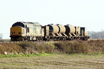 37218 approaches Horsemoor AHB on 6Z18 Stowmarket - York Thrall Europa, 23/11/20. Apparently, this RHTT set is u/s.
