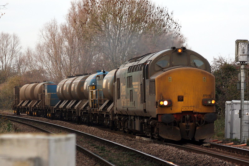 37218 approaches Badgeney Road AHB on a returning York Thrall Europa - Stowmarket RHTT train, the first set fairly clean, the second filthy, 24/11/20.