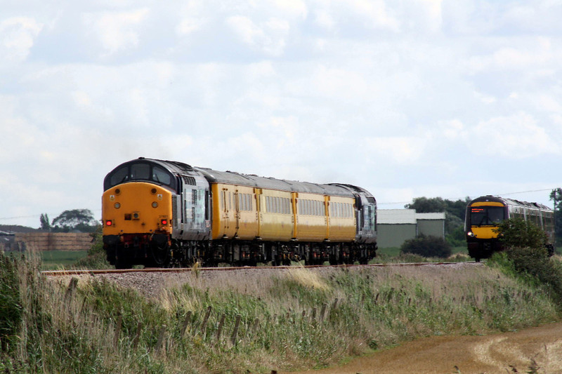 37602 brings up the rear of 1Q13 Derby - Norwich at Horsemoor, 28/08/11.