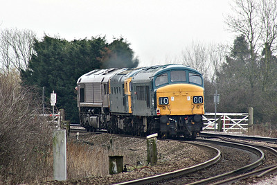 45060 SHERWOOD FORESTER passes Badgeney Road AHB on the rear of 0Z46 East Leake - Dereham, en route with 33035 to the forthcoming MNR Diesel Gala, towed by 66743,  15/03/18.