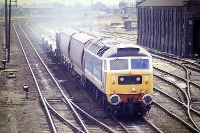 47581 GREAT EASTERN approaches March East bound for Whitemoor on the Norwich Speedlink, 05/87. Note the Warwell wagons on the rear. 47581 was built by Brush Falcon Works in 1964 as D1764 and was renumbered to 47169 in January 1974. It was ETHed and renumbered to 47581 in December 1979. It was withdrawn in December 2000 and was scrapped in September 2003.