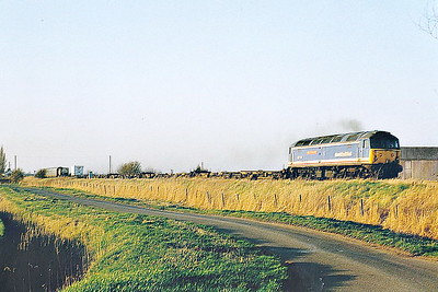 47711 COUNTY OF HERTFORDSHIRE heads east past Horsemoor on a very lightly loaded 6L79 Doncaster Railport - Harwich, 13/02/98. This loco was withdrawn 07/00.
