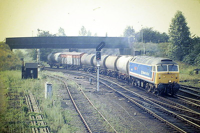 47573 THE LONDON STANDARD arrives at Whitemoor Junction with 6H76 from Kings Lynn, from Whitemoor Junction Signalbox, 19/08/87. 47573 was built by Brush Falcon Works in 1964 as D1768 and was renumbered to 47173 in January 1974. It was ETHed and renumbered to 47573 in February 1981. In January 1994 it was fitted for multiple working and became 47762. It was withdrawn in January 2001 and scrapped in October 2005.