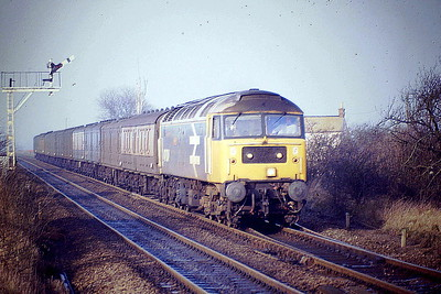 47634 HENRY FORD approaches Manea Station on 5L53 Peterborough-Norwich Mail, 14/12/88. 47634 was built by Brush Falcon Works in 1964 as D1751 and was renumbered to 47158 in February 1974. It was ETHed and renumbered to 47634 in December 1985. In March 1994, it was fitted for multiple working and became 47765. It was withdrawn in April 2001 and scrapped in October 2004.