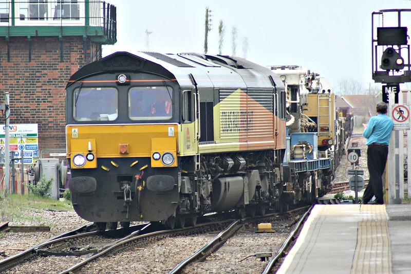 66847, originally Freightliner 66574, takes the wrong line through March Station on 6L37 Hoo Junction - Whitemoor Yard, 31/03/14.