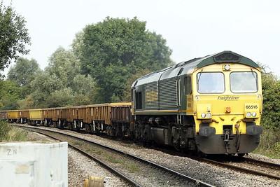 66516 approaches Badgeney Road AHB on 6Y70 Doncaster Decoy Yard - Baldock for weekend engineering work, 18/09/21.