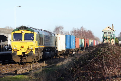 66525 runs through Whittlesea on 4M81 Felixstowe North - Crewe Basford Hall, 18/01/20.