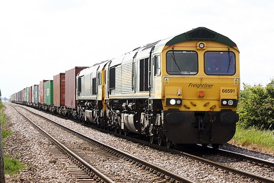 66591 and 66531 approaches Whitemoor Drove on 4L87 Leeds - Felixstowe North, 07/06/21.