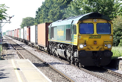 66570 passes Manea on 4L87 Leeds - Felixstowe North, 08/06/21.