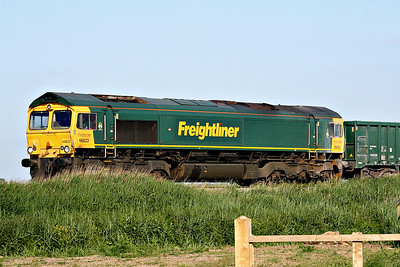 66622 approaches Horsemoor AHB on the Broxbourne - Peterborough stone empties, 05/06/18.