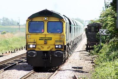66585 passes Manea on a Barham - Melton Mowbray Down Loop stone empties, 08/06/21.