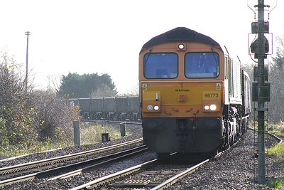 66773 approaches Bedgeney Road AHB on 6M76 Chesterton Junction - Bardon Hill stone empties, 14/11/18.