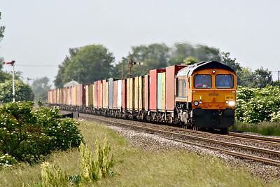 66726 SHEFFIELD WEDNESDAY approaches Welney Road AHB on 4Z81 Rotherham Masborough - Felixstowe North, 07/06/18.