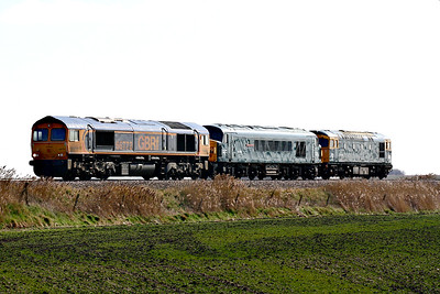 66773 approaches Horsemoor on 0Z45 Dereham MNR to Doncaster Decoy Yard with 45060 SHERWOOD FORESTER and 33035, returning from the MNR Diesel Gala of the previous weekend.