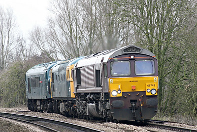 66743 approaches Badgeney Road AHB as 0Z46 East Leake - Dereham, transporting 33035 and 45060 SHERWOOD FORESTER thence for the forthcoming MNR Diesel Gala, 15/03/18. 66743, in Royal Scotsman livery, started life as DRS 66407 and then became Colas 66842 before assuming it's current identity.
