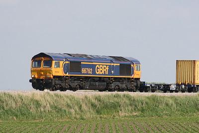 66762 approaches Horsemoor on 4E20 Felixstowe South - Rotherham Masborough, 03/06/21.