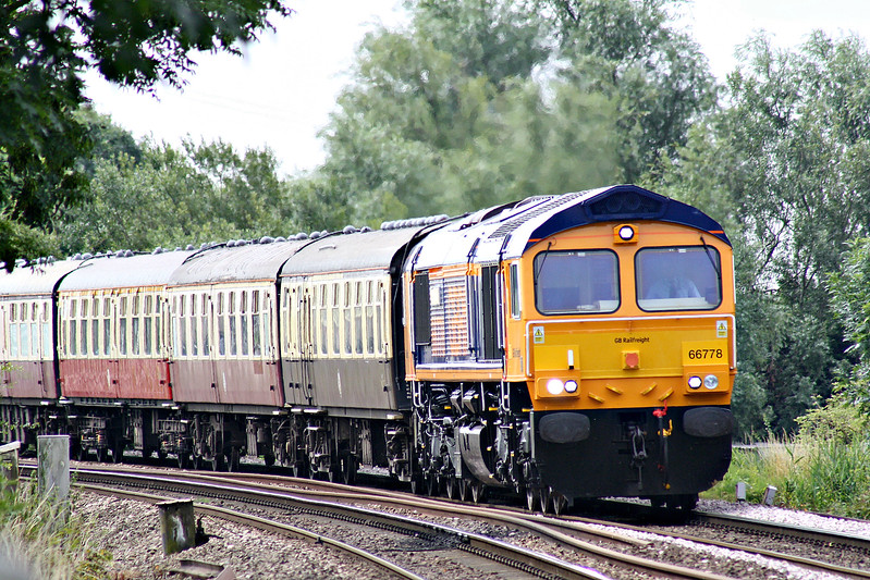 66778 approaches Badgeney Road AHB on 1Z66 GBRF 'Charitable Chibble' Ipswich - Cleethorpes charity railtour, with 66775 on the rear, 15/07/17. Note covered nameplates.