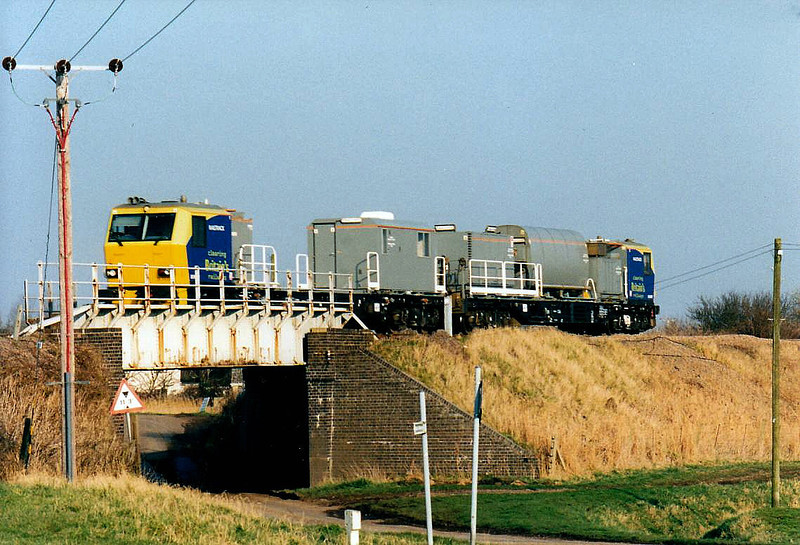 MPV 98 957/ 98 907 heads west past Beggars Bridge on a GBRf crew trainer, 21/02/03.