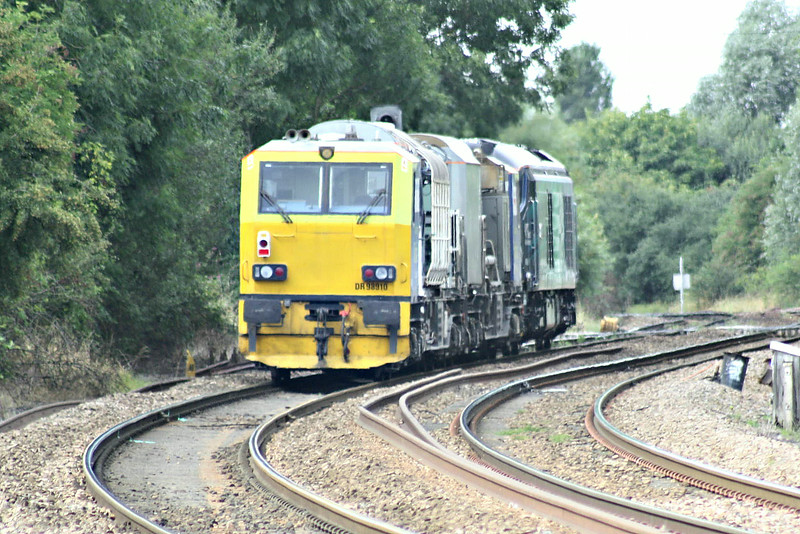 MPV 98 910/98 960 pass Silt Road LC behind 68 004 on the 1638 Stowmarket - Whitemoor Yard, 04/08/14.