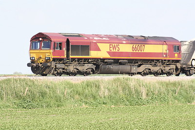 66007 approaches Horsemoor on 6M88 Middleton Towers - Goole Glassworks sand, 03/06/21.
