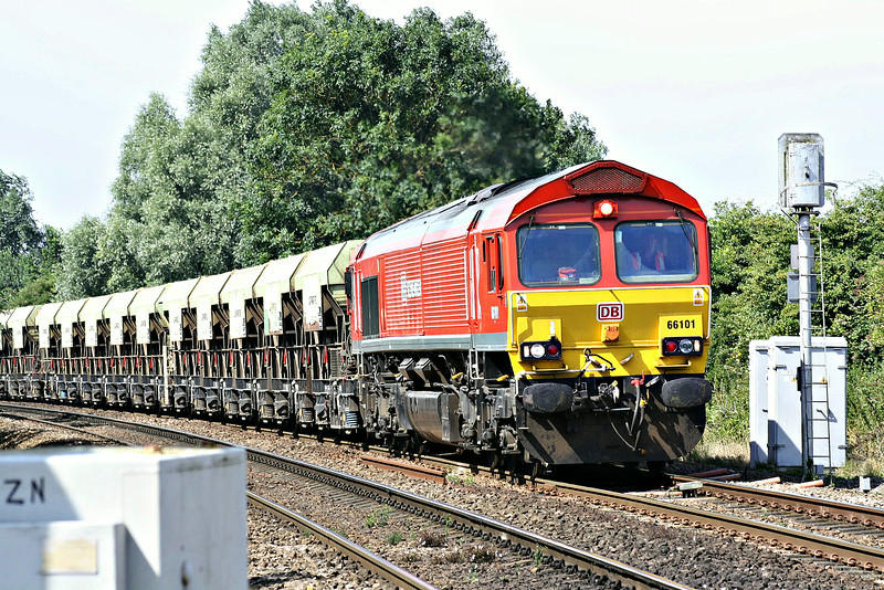 66101 approaches Badgeney Road AHB on 6M70 Mountsorrel - Chesterton Junction S/D stone, 25/07/14.