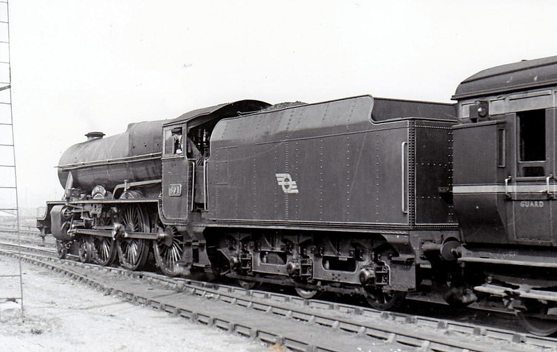 Class B 1A - 801 MACHA - GSR Class 800 4-6-0 - built 1939 by Inchicore Works - 1945 to CIE - withdrawn 1962 - seen here at Kingsbridge in 1948.