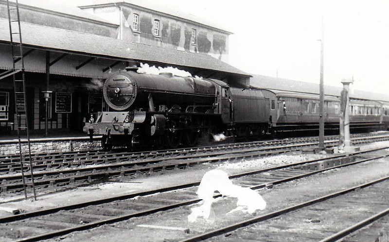Class B 1A - 801 MACHA - GSR Class 800 4-6-0 - built 1939 by Inchicore Works - 1945 to CIE - withdrawn 1962 - seen here at Limerick Junction in 1955.