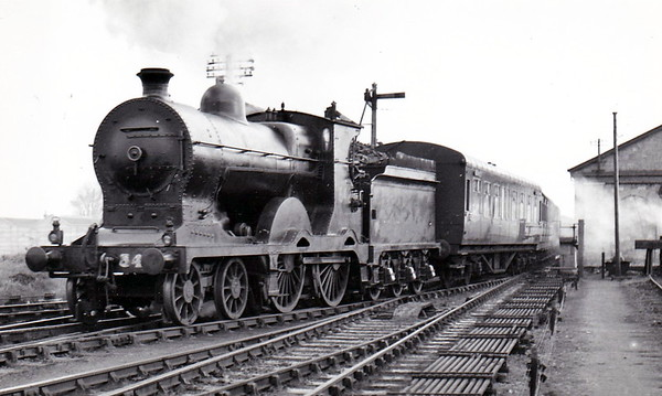 Class D6 - 542 - Cusack MGWR Class C 4-4-0 - built 1912 by Broadstone Works as MGWR No.9 EMERALD ISLE - 1922 rebuilt with superheated Belpaire boiler as Class C1 - 1924 to MGWR No.20 - 1925 to GSR as No.542 - 1945 to CIE - 1959 withdrawn - seen here at Athlone on the Mayo portion of the 0840 Dublin Westland Row in November 1953.