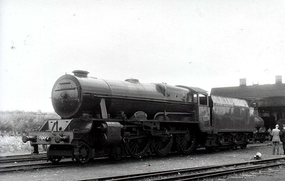 Class B 1A - 800 MAEDHBH - GSR 800 Class 4-6-0, built 1939 by Inchicore Works - 1945 to CIE - withdrawn 1962 - seen here at Thurles in 1961.