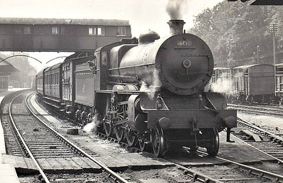 Class B 2 - 402 - GS&WR Class 400 4-cylinder 4-6-0, built 1921 by Inchicore Works - 1925 to GSR, 1927 rebuilt as 2-cylinder simple, 1945 to CIE, 1946 rebuilt with superheated Belpaire boiler, 1953 rebuilt with superheated Belpaire boiler - withdrawn 1961.