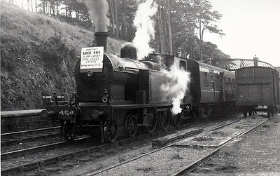 Class B 4 - 464 - CB&SCR 4-6-0T - built 1920 by Beyer Peacock as CB&SCR No.8 - 1925 to GSR as No.464, 1945 to CIE - 1946 rebuilt with Belpaire boiler - withdrawn 1963 - seen here at Carrigaloe on Cobn - Cork Special, 04/06/61.