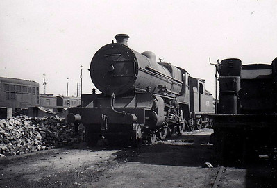 Class B 2 - 405 - GS&WR Class 400 4-cylinder 4-6-0, built 1922 by Armstrong Whitworth - 1925 to GSR, 1933 rebuilt as 2-cylinder, 1937 rebuilt with Belpaire boiler, 1945 to CIE - withdrawn 1955 - seen here at Inchicore Works, 09/55.